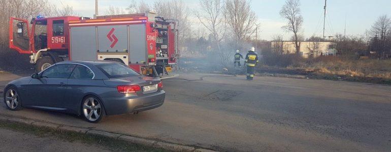 Idioci z zapałkami. Mogli spalić samochody – FILM, FOTO