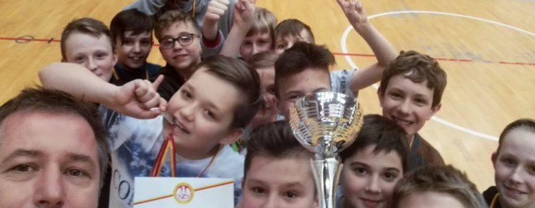 Uczniowie ZSP1 w Osieku wicemistrzami województwa w koszykówce