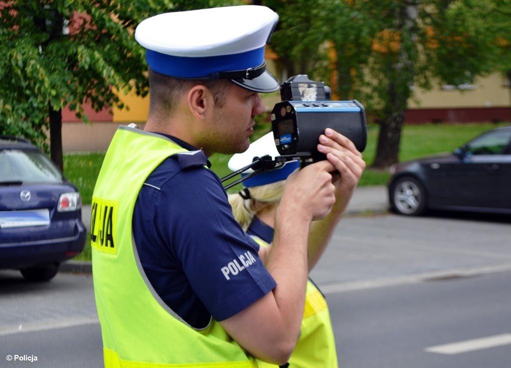 """Policjanci z oświęcimskiej drogówki przeprowadzili wczoraj akcję pod kryptonimem """"Prędkość"""". Na drogach powiatu posypały się mandaty."""