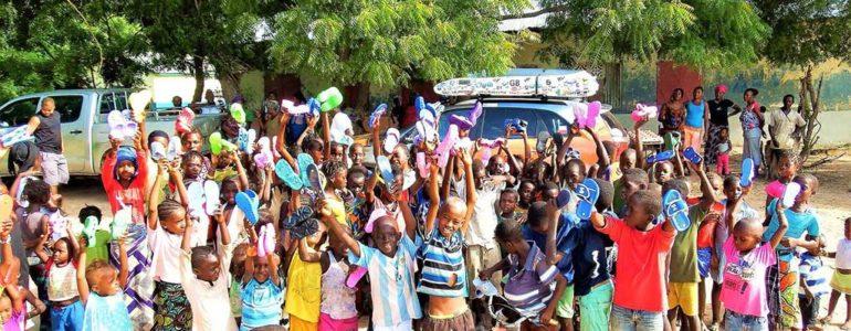 Wyślij Klapki do Gambii