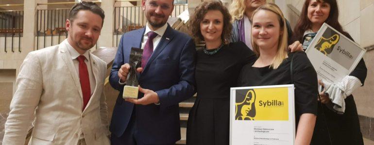 """Wystawa """"Twarzą w Twarz. Sztuka w Auschwitz"""" nagrodzona – FOTO"""