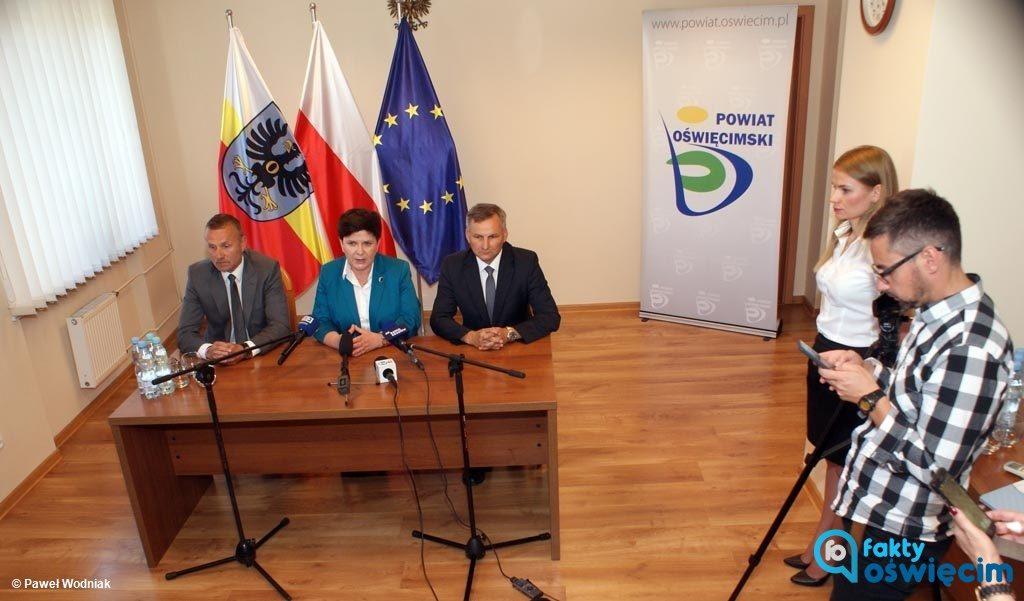 Dzisiaj w obecności dziennikarzy była premier Beata Szydło namaściła starostę oświęcimskiego Zbigniewa Starca na kandydata na prezydenta Oświęcimia. Doszło do tego w siedzibie miejscowego starostwa.