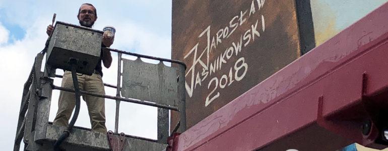 Jarosław Jaśnikowski podpisał mural – FILMY, FOTO