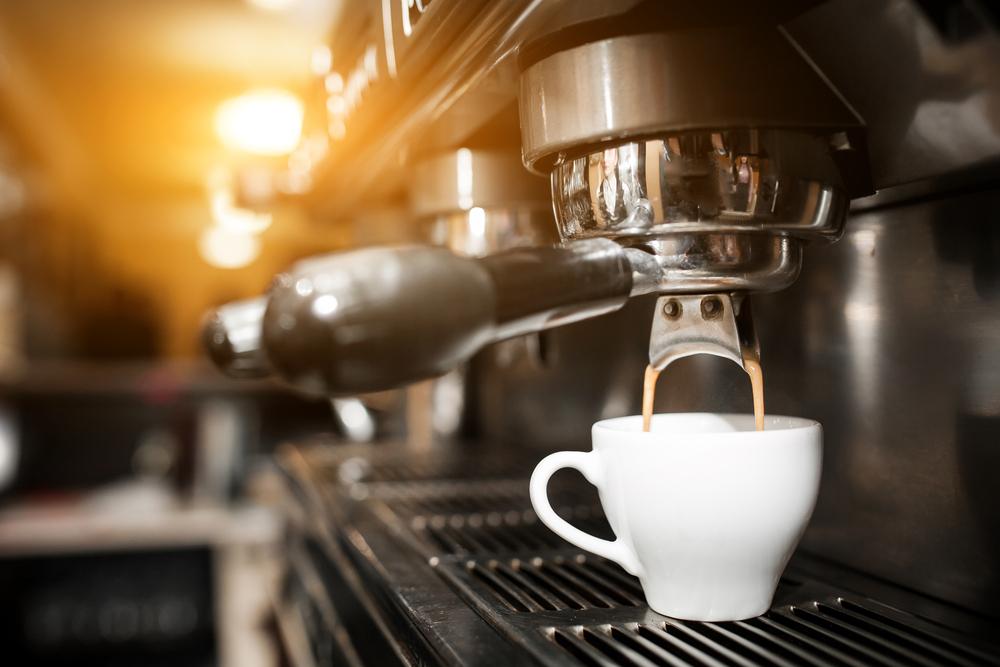 Bo w kawie liczy się jej aromat a nie fusy... Ten problem pomaga rozwiązać możliwość przygotowania kawy dzięki możliwościom ekspresu ciśnieniowego, który pozwala z ziaren wydobyć ich najwspanialszy aromat, natomiast okropna gorycz pozostaje w fusach.