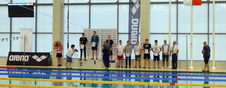 Czternaście medali w rękach 15-letnich pływaków z SMS Oświęcim – FOTO