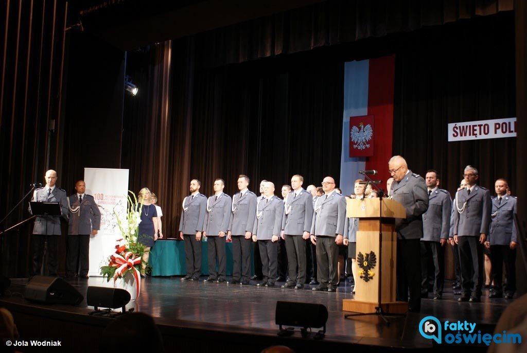 Wczoraj polska policja obchodziła 99. rocznicę powstania. Dzisiaj wkroczyła w setny rok działalności. W Oświęcimiu funkcjonariusze obchodzili Święto Policji.