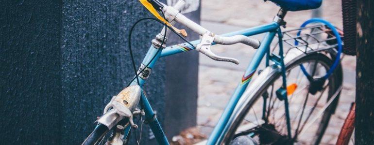 Piją i wsiadają na rowery