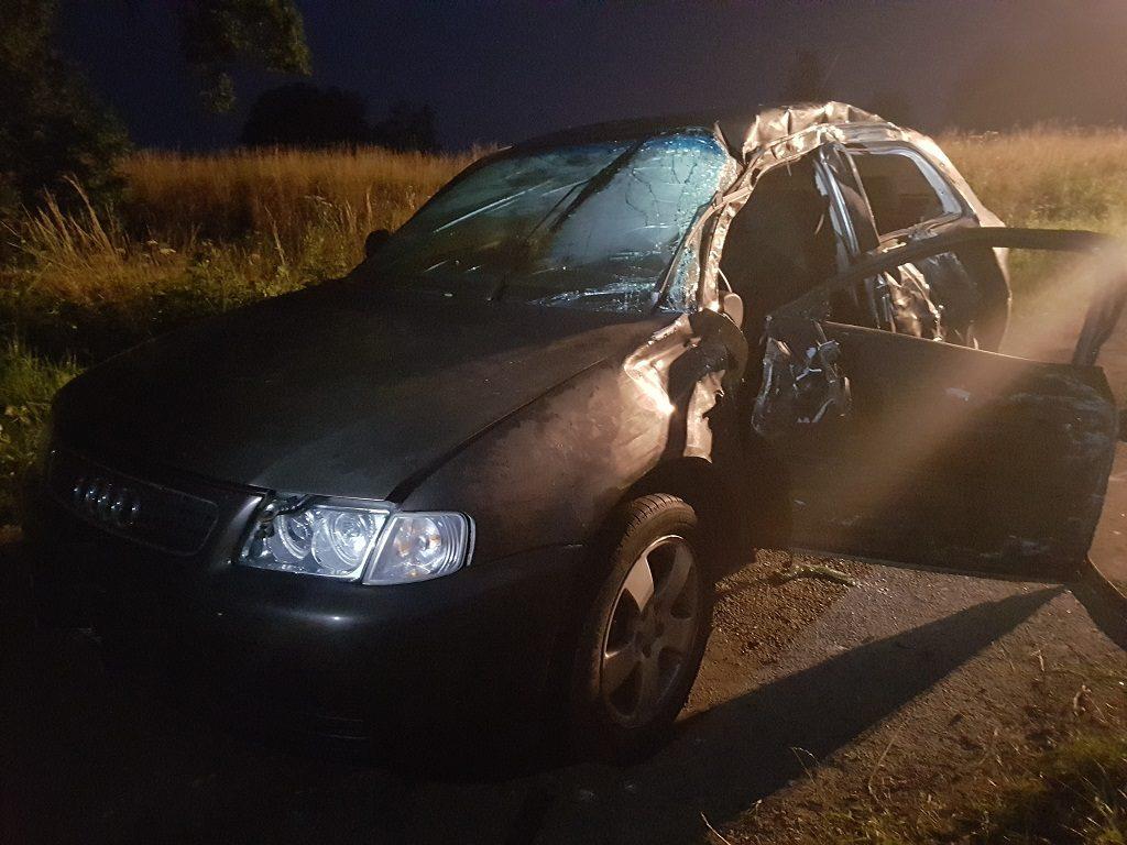 Do poważnego wypadku doszło na ulicy Przyrębskiej w Przeciszowie. Prowadzący pojazd 19-latek stracił panowanie nad pojazdem i uderzył w przydrożne drzewo.