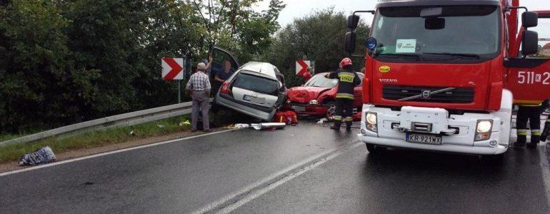 Tragedia na moście w Bobrku. Nie żyje 12-latka – FILM, FOTO