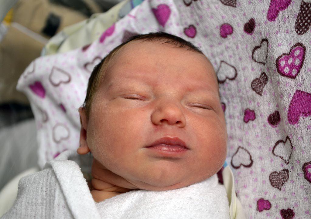 W ostatnim czasie na oddziale noworodkowym Szpitala Powiatowego w Oświęcimiu fotografowaliśmy tylko chłopców. Tym razem witamy także dziewczęta.