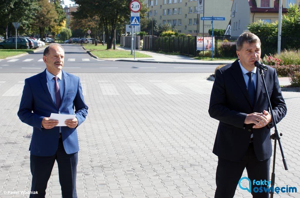 Janusz Chwierut, prezydent Oświęcimia zarzuca starostwu opieszałość w kwestii zadań finansowanych z Oświęcimskiego Strategicznego Programu Rządowego.
