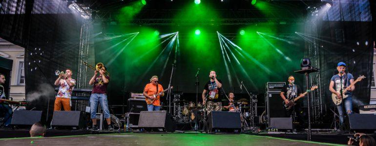 Mieszanka rocka i reggae, czyli Krzywa Alternatywa na scenie