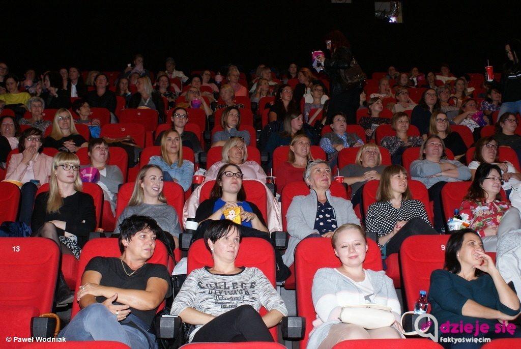 """Na pierwszym po wakacjach """"Kinie dla kobiet"""" w Planet Cinema Oświęcim królowała Abba i lata 80. Było także """"Sto lat"""" dla twórczyni kobiecego cyklu."""