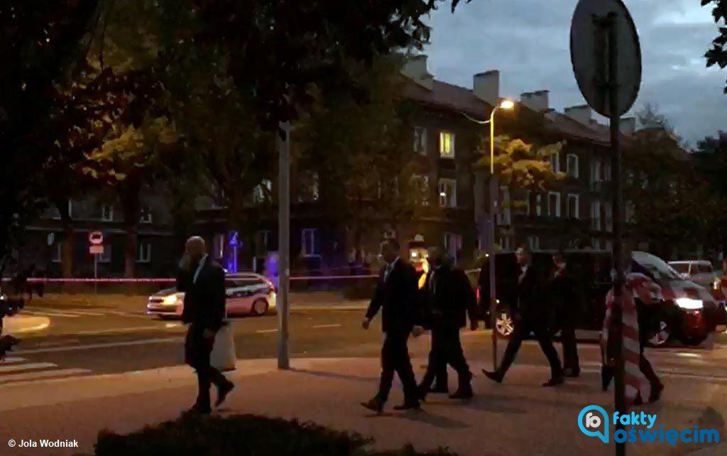 Prezydent Andrzej Duda odwiedził chłopca, który uczestniczył w zdarzeniu drogowym z kolumną prezydencką. Około godz. 18.30 przyjechał do jego mieszkania.
