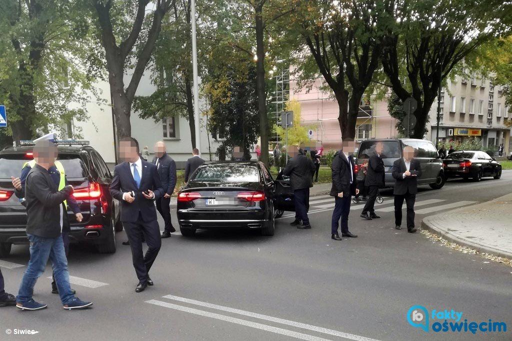Radiowóz jadący w kolumnie prezydenta Andrzeja Dudy, który dzisiaj odwiedził Oświęcim, potrącił dziewięciolatka. Dziecku nic się nie stało.