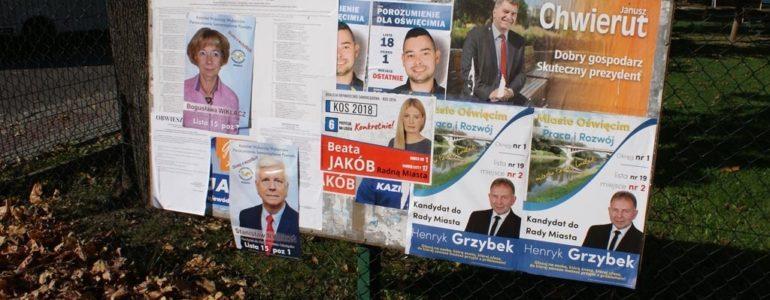 Wojna plakatowa w Oświęcimiu trwa – FOTO