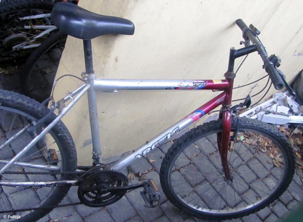 Policjanci znaleźli dzisiaj w Kętach dwa porzucone rowery. Jednoślady czekają na właścicieli w miejscowym komisariacie policji.