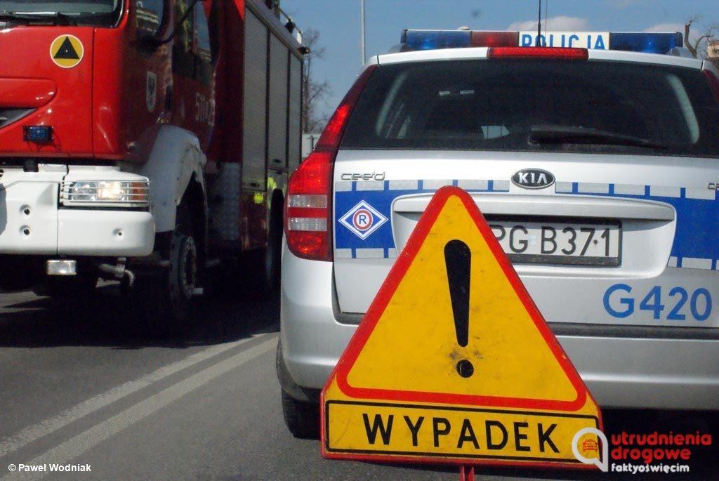 Na ulicy Mickiewicza w Kętach o godzinie 10.30 zderzyły się dwa samochody osobowe. Służby wprowadziły w tym miejscu ruch wahadłowy.