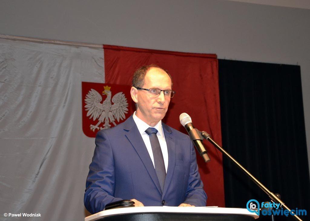 Mirosław Smolarek objął wczoraj funkcję wójta gminy Oświęcim. W przemówieniu prosił o interwencję, gdyby mu się w czasie kadencji w głowie poprzewracało.