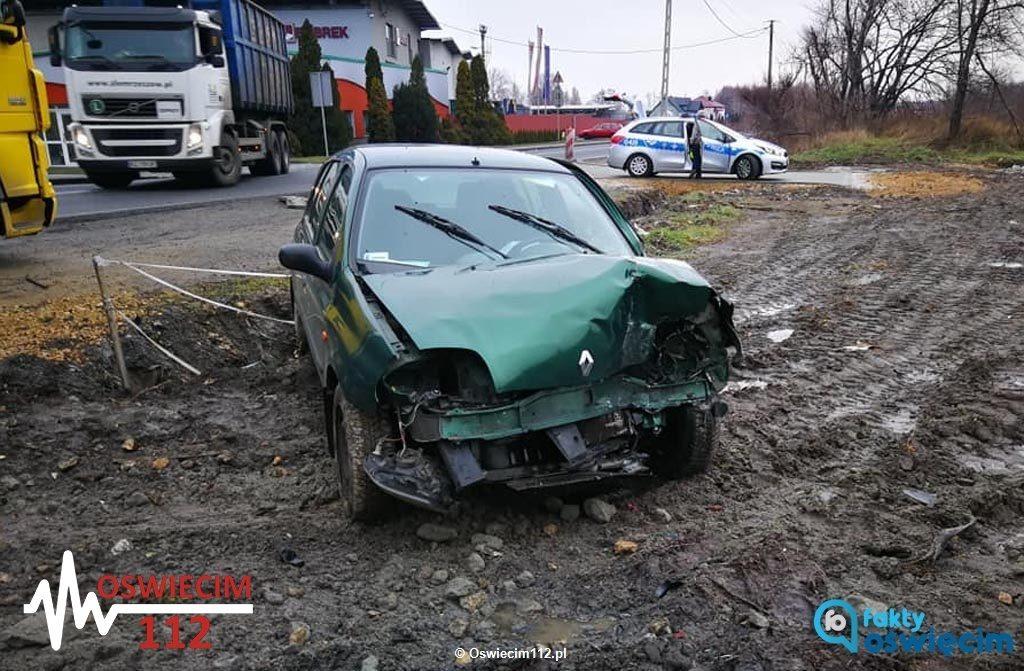 Dzisiaj po południu w Bobrku kierowca samochodu osobowego stracił panowanie nad kierownicą. Trafił na badania do Szpitala Powiatowego w Oświęcimiu.