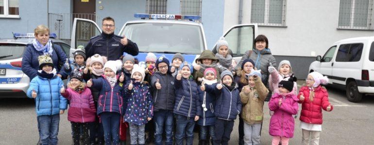 Dzieciaki ze Smolic odwiedziły policjantów – FILM, FOTO