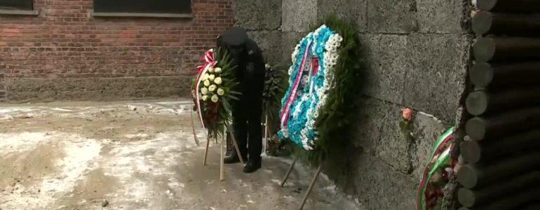 Złożyli wieńce pod Ścianą Straceń w 74. rocznicę wyzwolenia obozu – FILM