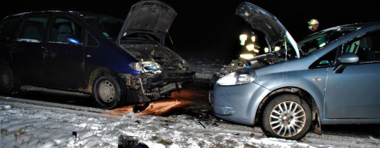 Śnieżne stłuczki na białych drogach – FILM, FOTO