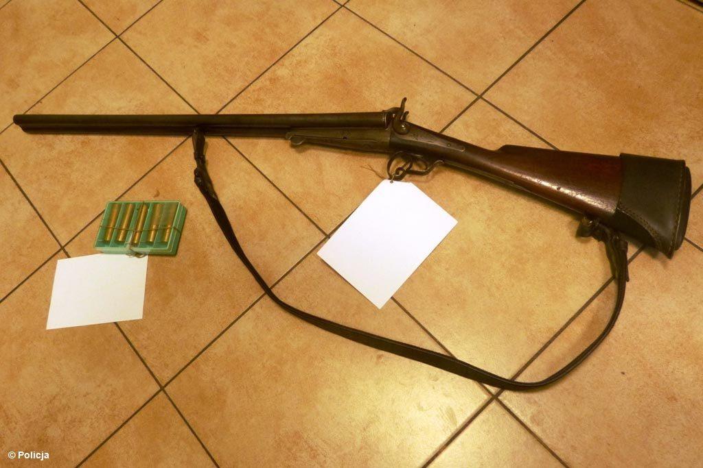 68-letni mieszkaniec gminy Brzeszcze w domu miał strzelbę myśliwską i amunicję do niej. Nie posiadał jednak na tę broń stosownego zezwolenia.