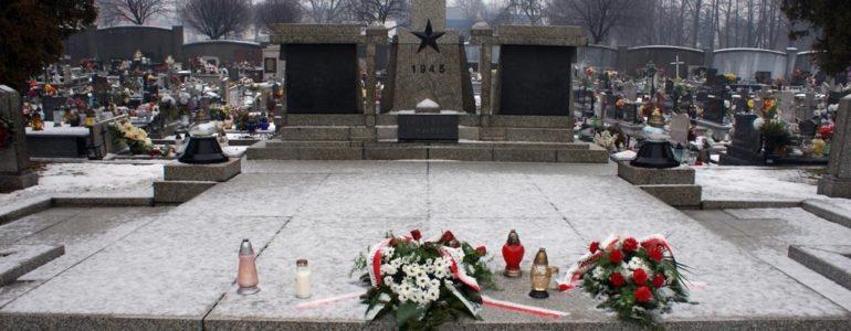 231 żołnierzy przypłaciło życiem wyzwolenie Oświęcimia i Auschwitz – FOTO