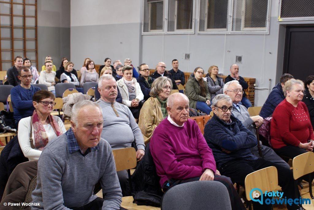 Podczas dzisiejszej sesji Rady Miasta Oświęcimia radni podejmą decyzję, która zaważy na losach oświęcimskiej Trójki. Wezmą stronę prezydenta czy rodziców?