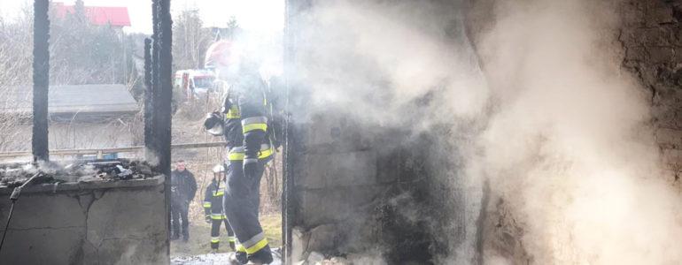 Płonął dom. Mieszkaniec ewakuowany – FOTO