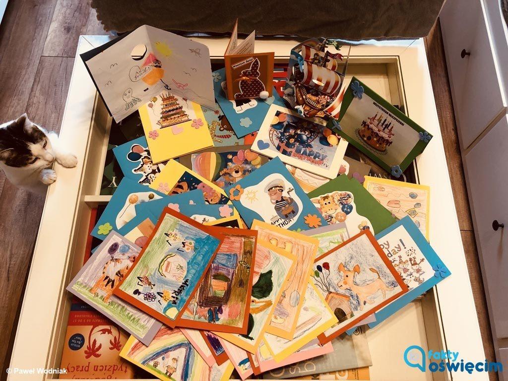 Dzisiaj Franio Irzyk kończy siedem lat. Dla przechodzącego właśnie ratującą życie terapię w Meksyku, przekazaliście około 300 kartek z życzeniami.