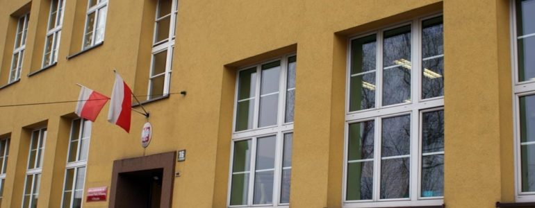 Prezydent z determinacją walczy o zamknięcie szkoły Trójki