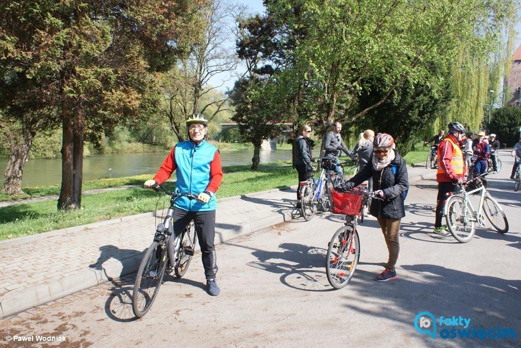 Dzisiaj Oświęcimskie Stowarzyszenie Miłośników Bezpiecznej Motoryzacji zaprasza na wycieczkę rowerową po drogach powiatu oświęcimskiego.