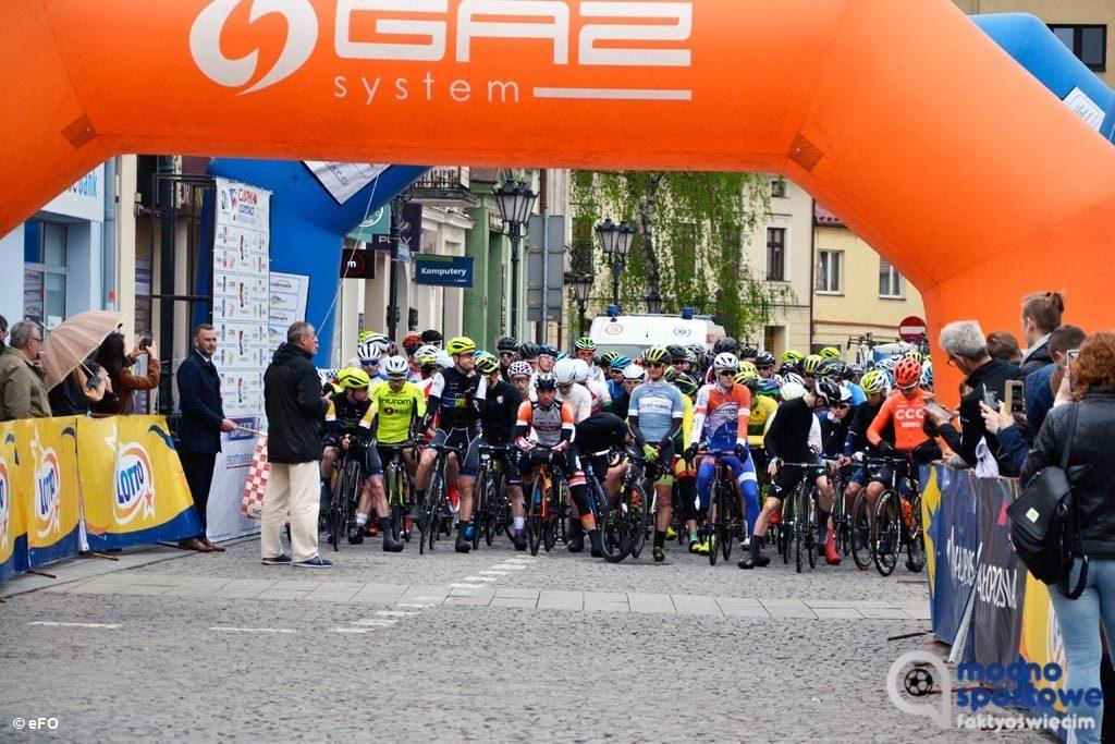111 kilometrów mieli do pokonania kolarze w trzecim etapie Karpackiego Wyścigu Kurierów. Mimo deszczu cyklistów dopingowało wielu oświęcimian.