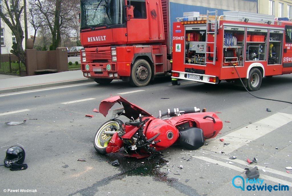Jedna osoba zginęła a co najmniej kilka doznało niegroźnych obrażeń podczas weekendu na drogach powiatu oświęcimskiego. Policja znów apeluje o rozsądek.