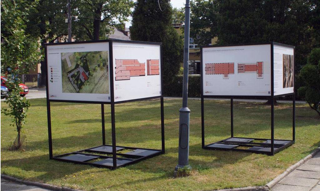 Do końca sierpnia przed Ośrodkiem Kultury w Brzeszczach można zobaczyć wystawę informującą o działalności Muzeum Pamięci Mieszkańców Ziemi Oświęcimskiej.