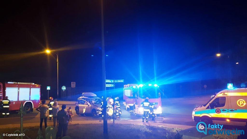 Do poważnie wyglądających zdarzeń doszło w Oświęcimiu. Na szczęście kraksa dwóch samochodów i potrącenie rowerzystki nie przyniosły poważnych obrażeń.