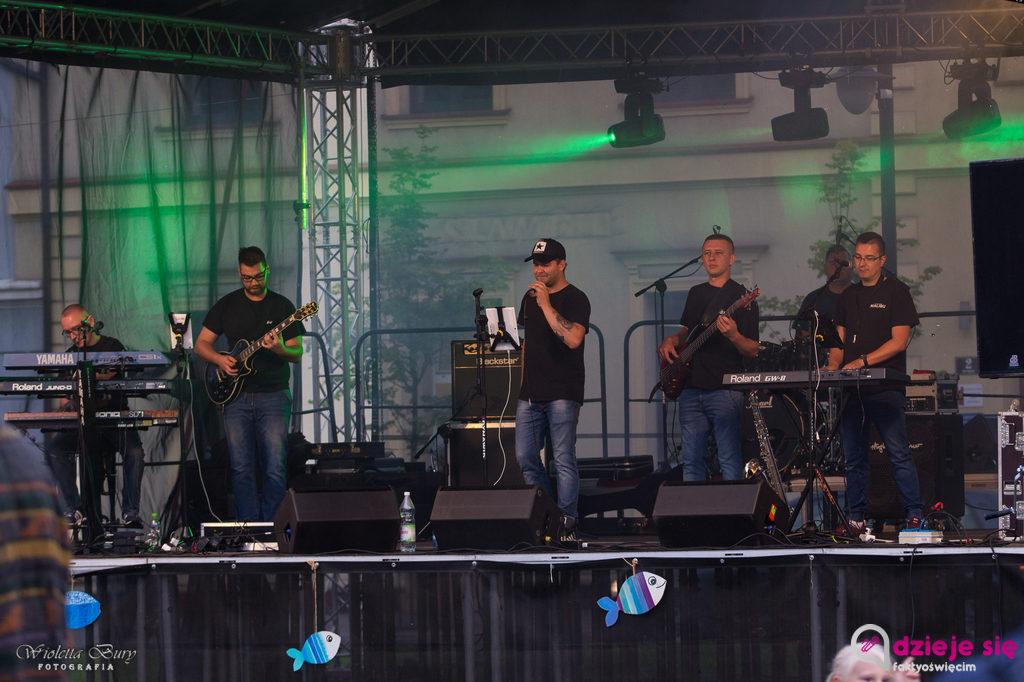 Grupa Malibu była gwiazdą piątkowej Letniej Sceny Muzycznej w Zatorze. Deszcz nie przeszkodził uczestnikom w dobrej zabawie.