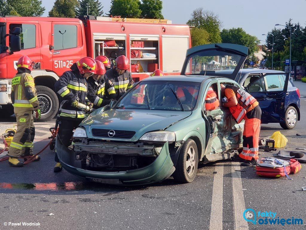 Około godziny 17 na skrzyżowaniu ulicy Śniadeckiego i Tysiąclecia w Oświęcimiu doszło do karambolu. Trwa akcja ratunkowa. Miejsce wypadku jest nieprzejezdne.