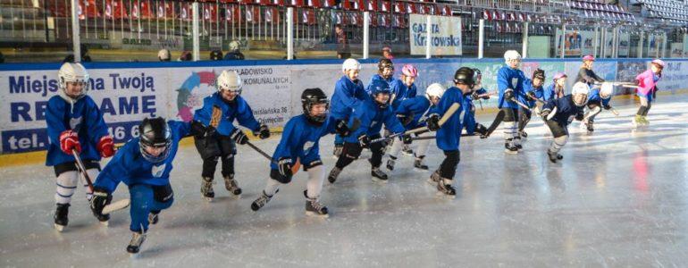 Twoje dziecko interesuje się hokejem? Zapisz go na zajęcia – FOTO