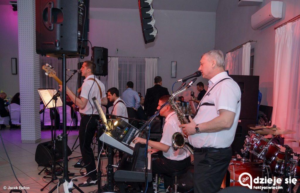 Mała Orkiestra Wielkiej Pomocy zaprasza do współpracy zespół muzyczny, didżeja i wodzireja przy organizacji Wielkiego Balu Charytatywnego tej fundacji.