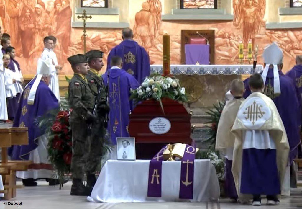 """Najnowsze """"Wieści z ratusza"""" wspominają i żegnają zmarłego przed tygodniem księdza dziekana majora Krzysztofa Strauba, budowniczego kościoła św. Józefa."""