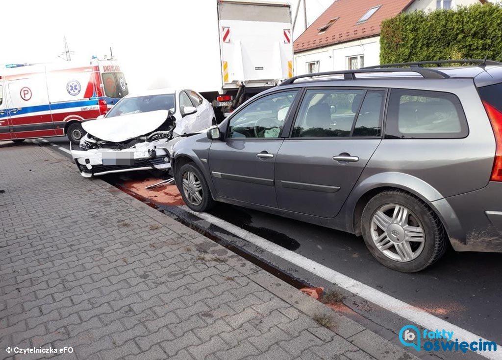Sprawca kraksy na drodze krajowej w Babicach prawdopodobnie zasnął za kierownicą. Do szpitala na badania trafiły trzy osoby, w tym dziecko.
