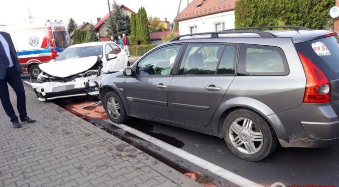 Dwa samochody zderzyły się dzisiaj o godzinie 15 na ulicy Śląskiej w Babicach w ciągu drogi krajowej nr 44. Służby wprowadziły ruch wahadłowy.