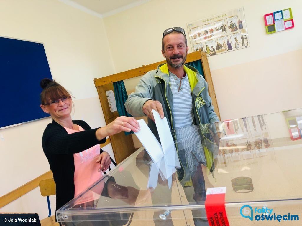 Mieszkańcy powiatu oświęcimskiego we wczorajszych wyborach do sejmu oddali 77578 głosów. W wyborach do senatu głosowało 75946 osób.