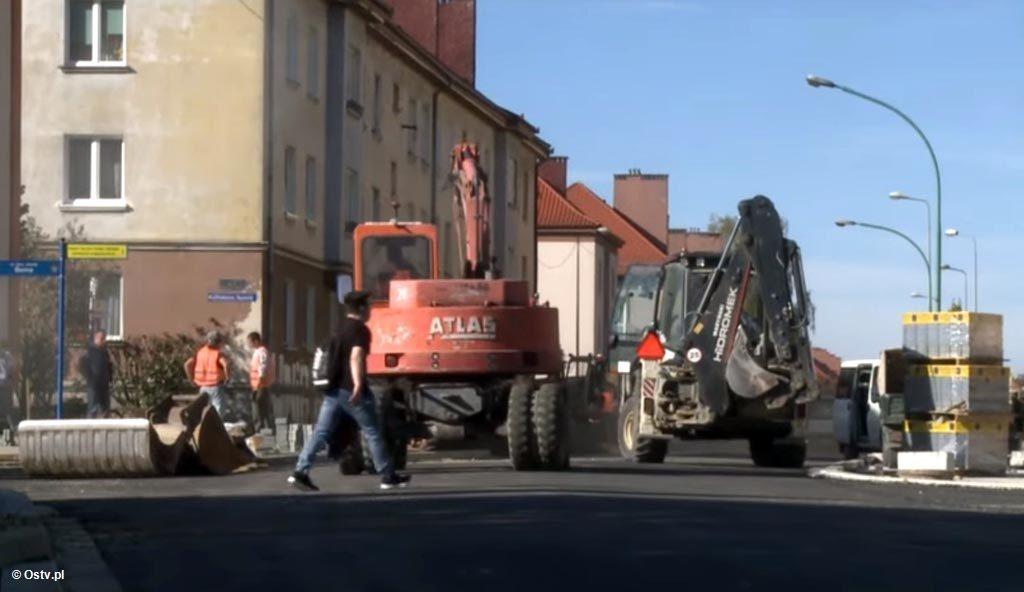 """Kamera """"Wieści z ratusza"""" odwiedziła modernizowany wspólnie przez miasto i powiat 700-metrowy odcinek ulicy Olszewskiego w Oświęcimiu."""