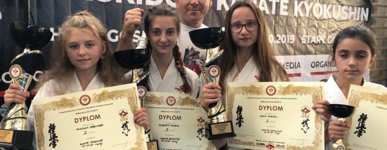 Cztery medale dla młodych zawodniczek