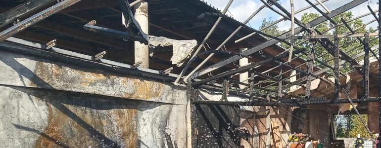 Sześćdziesięciu strażaków walczyło z pożarem