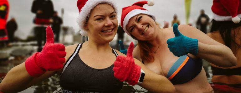 Mikołaje wskoczyły do wody – FOTO